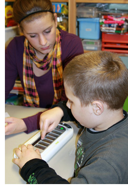 Learning with AAC Device